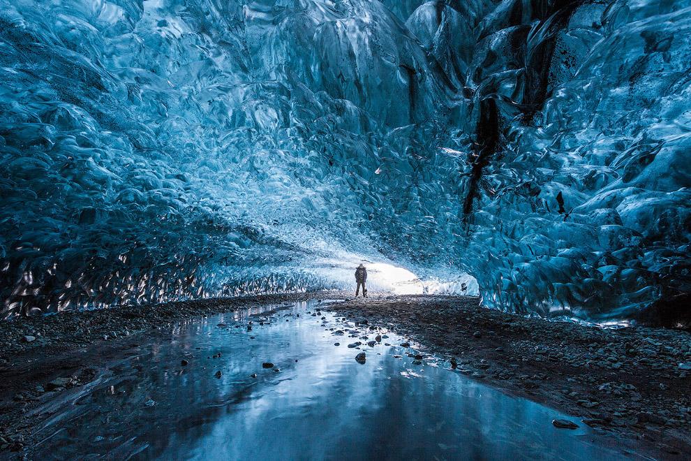 Ледяная пещера в Исландии