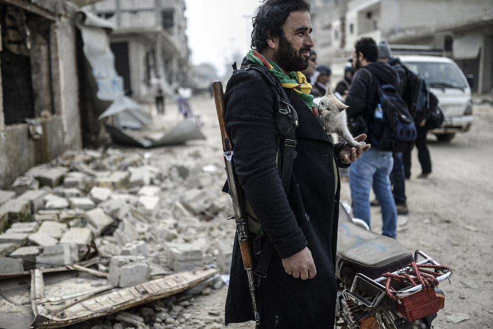 Добродушный курдский боец