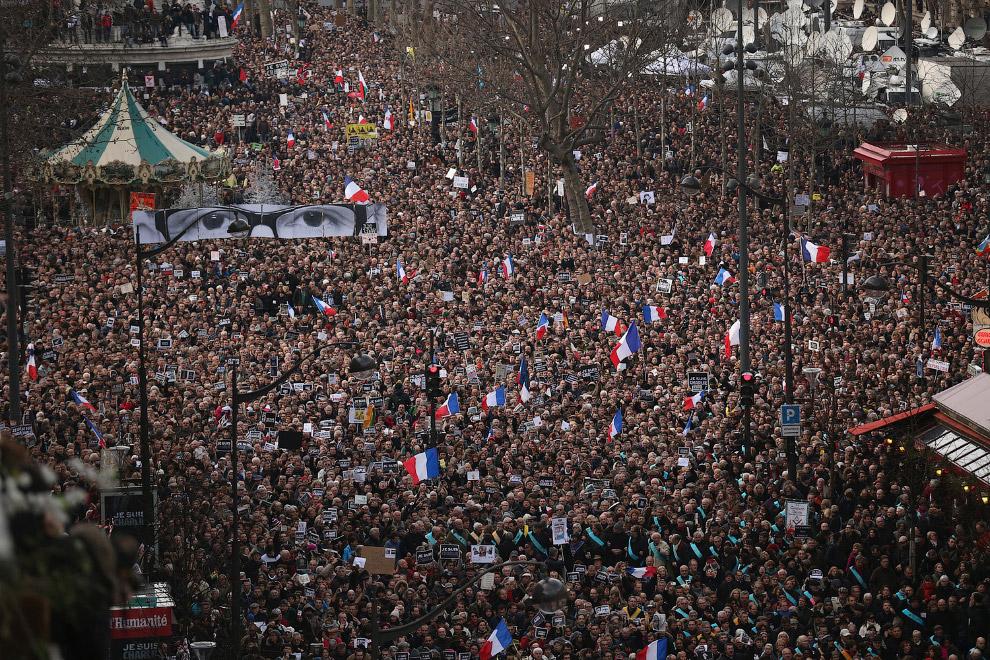 МВД Франции назвало марш в Париже самой массовой демонстрацией в истории страны