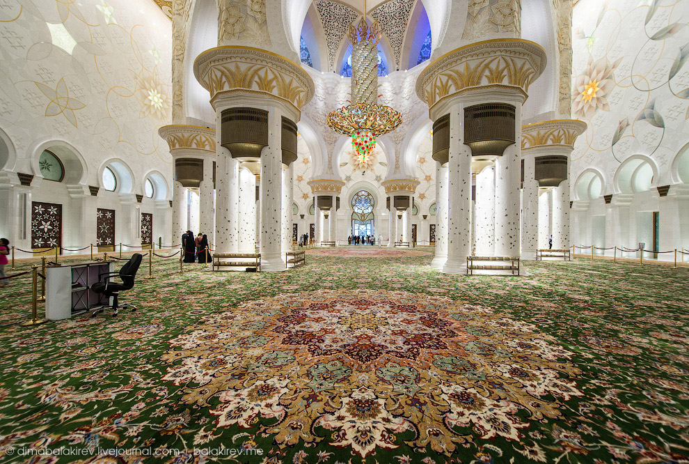 مسجد الشيخ زايد تحفة معمارية وارقام قياسية 2