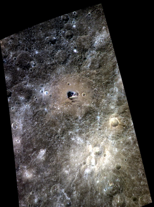 130-километровый кратер Хэмингуэя