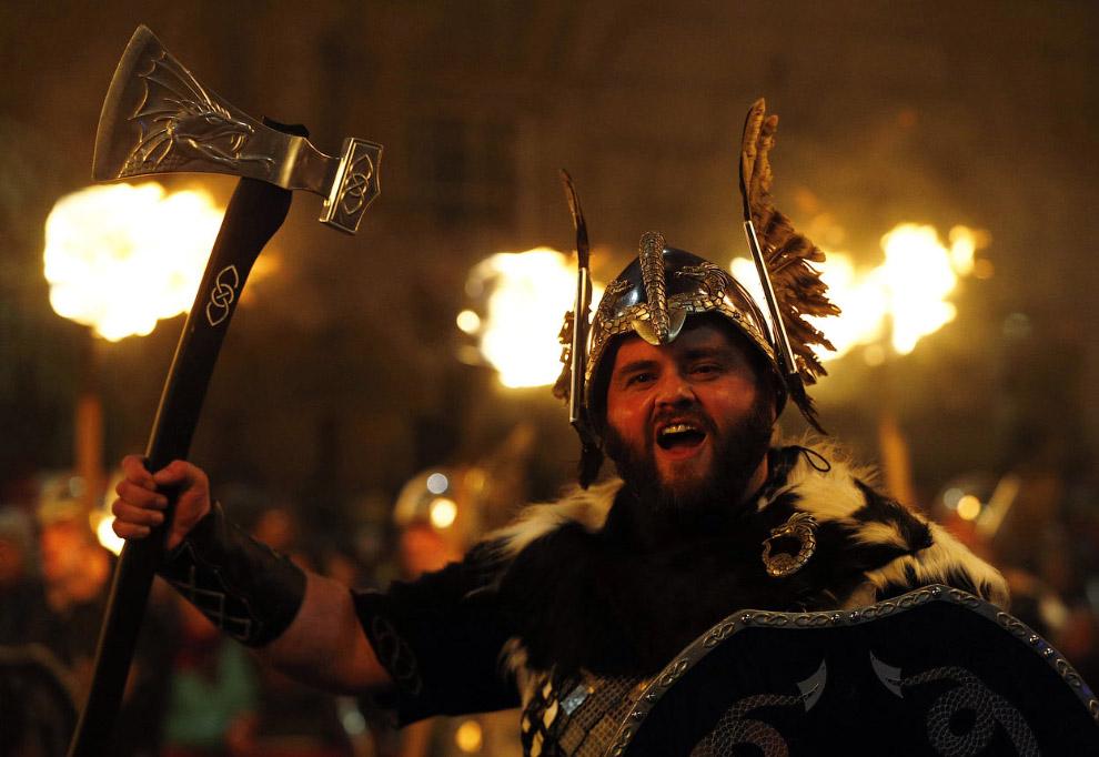 Факельное шествие в Эдинбурге, Шотландия
