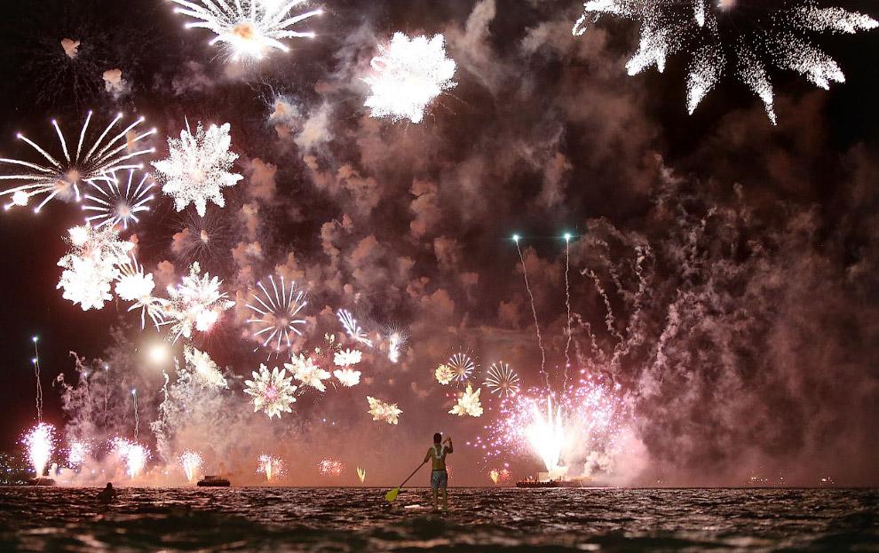 Встреча Нового года на пляже Копакабана в Рио-де-Жанейро, Бразилия