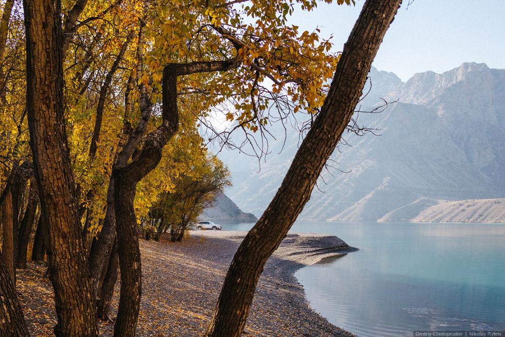 Озеро Искандеркуль в Таджикистане
