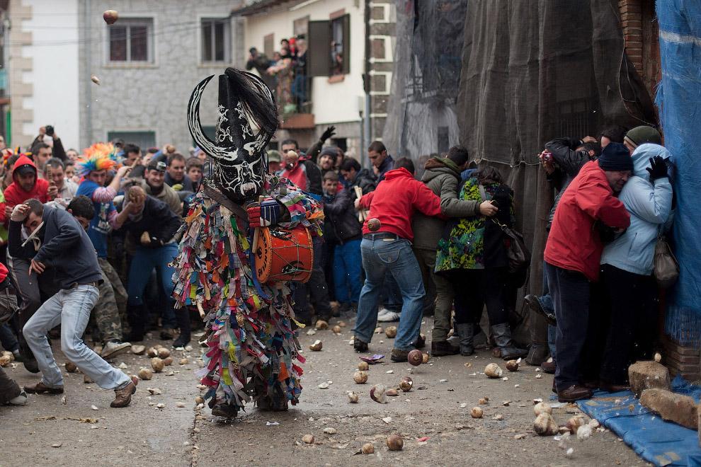 Дьявол с барабаном на улицах Пиорналь, Испания