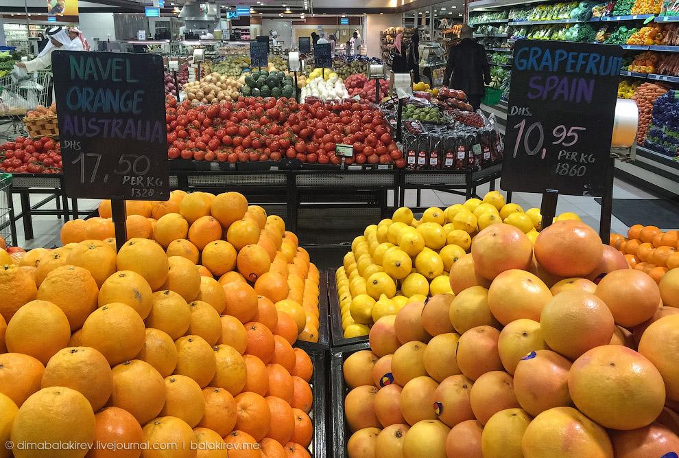 Апельсины из Австралии (315 руб.) и испанские грейпфруты (197 руб.):