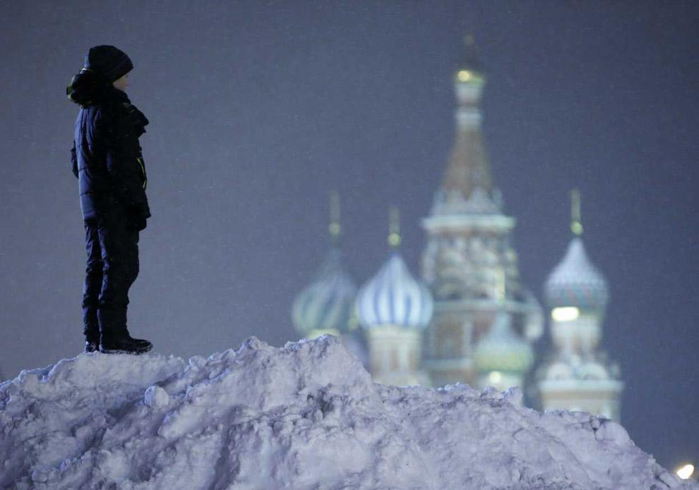 На Красной площади перед собором Василия Блаженного