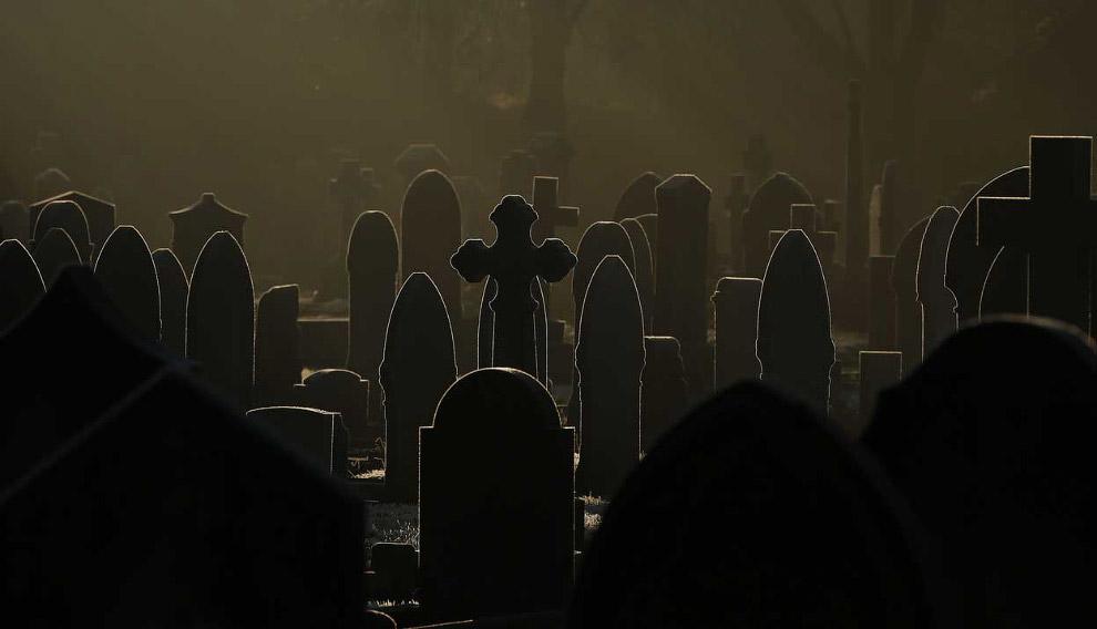 Зимнее кладбище в Англии