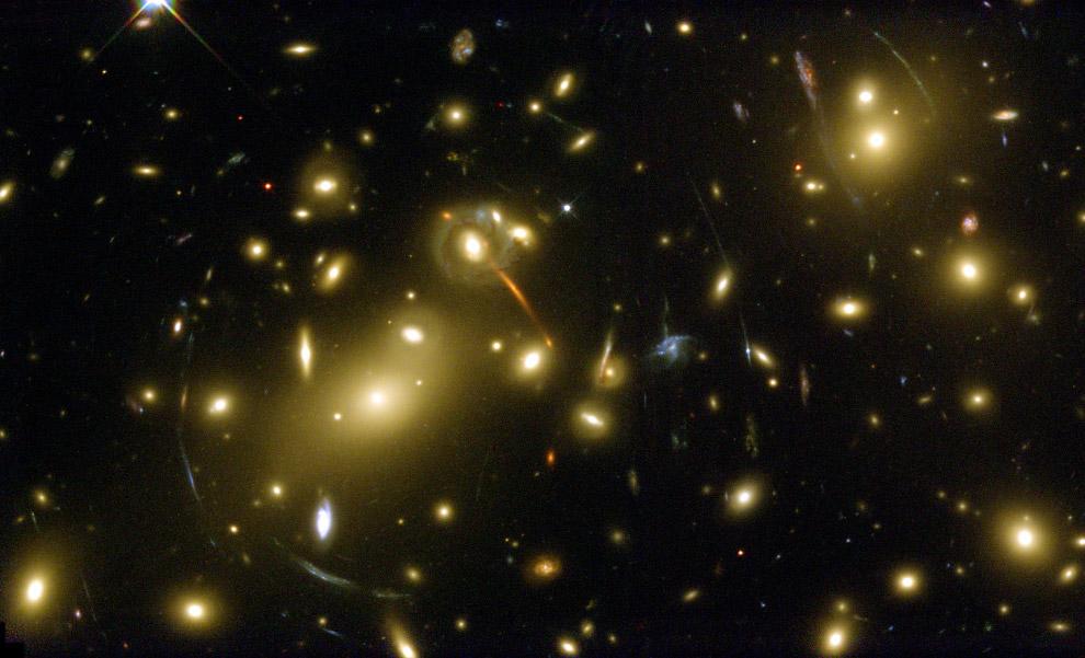 Скоплении галактик Abell 2218
