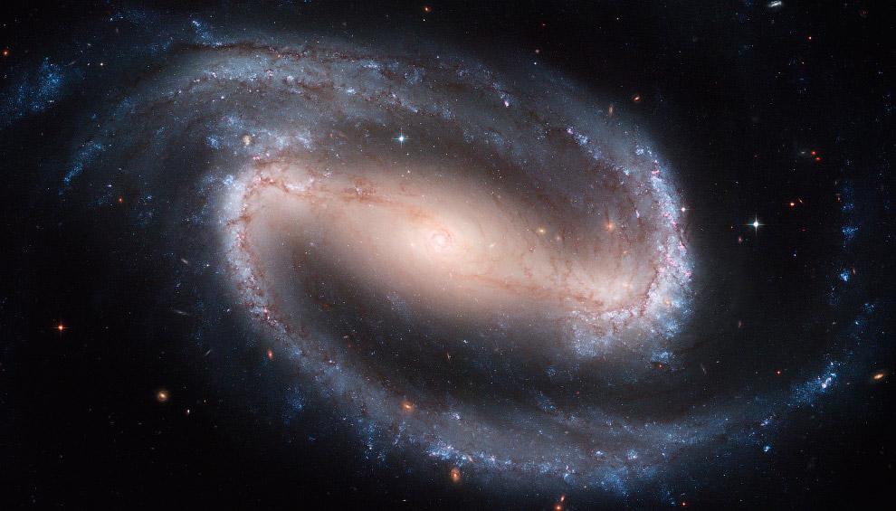 Спиральная галактика с перемычкой NGC 1300