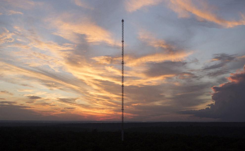 Самая высокая башня Южной Америки на закате