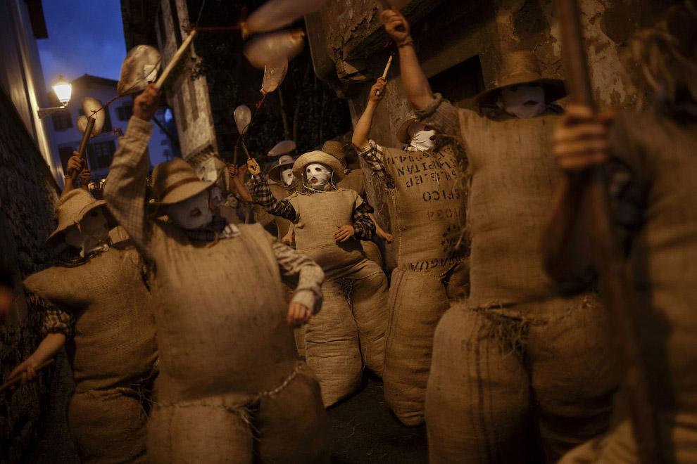 Карнавальное шествие в муниципалитете Лесака, Испания