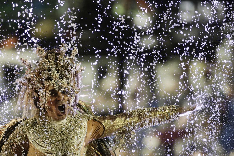 Участники карнавала здесь тратят на декорации, костюмы и платформы до 1 млн долларов в год