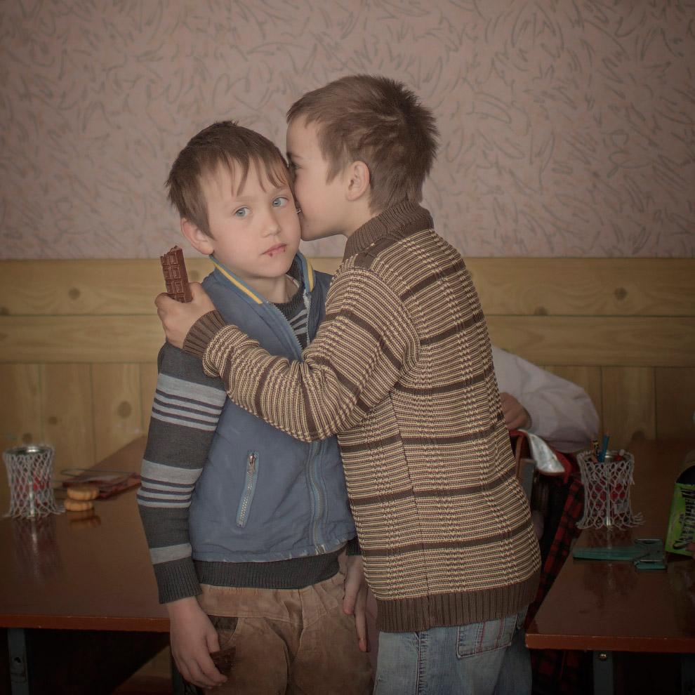 Братья-близнецы Игорь и Артур празднуют свой девятый день рождения, Москва