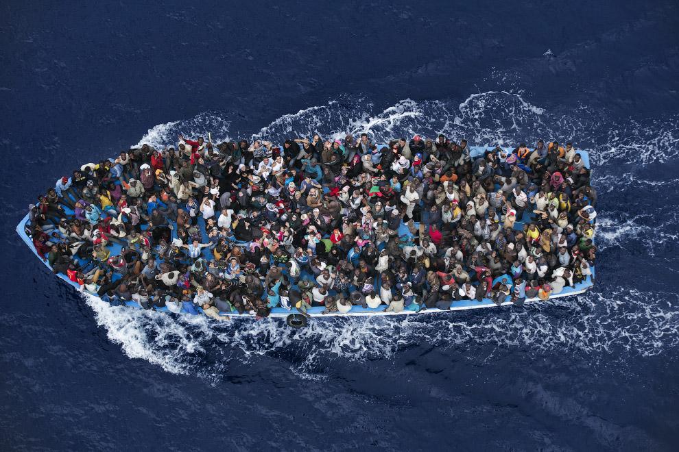 Из Ливии в Италию идет нескончаемый поток беженцев-нелегалов