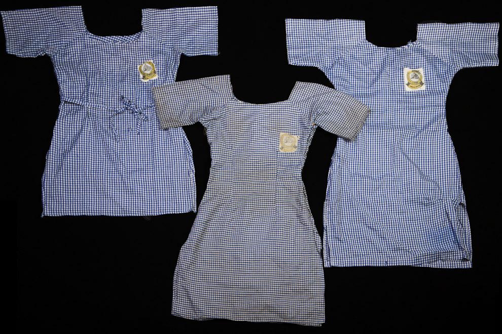 Школьная форма, принадлежащая трем из пропавших без вести девочек из города Абуджа, Нигерия