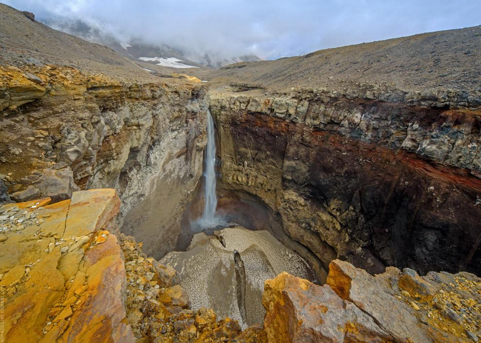 Опасный водопад