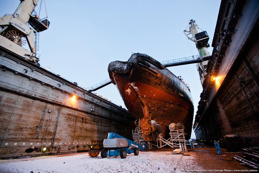 Масштабы ледокола и ремонтного дока, конечно, поражают