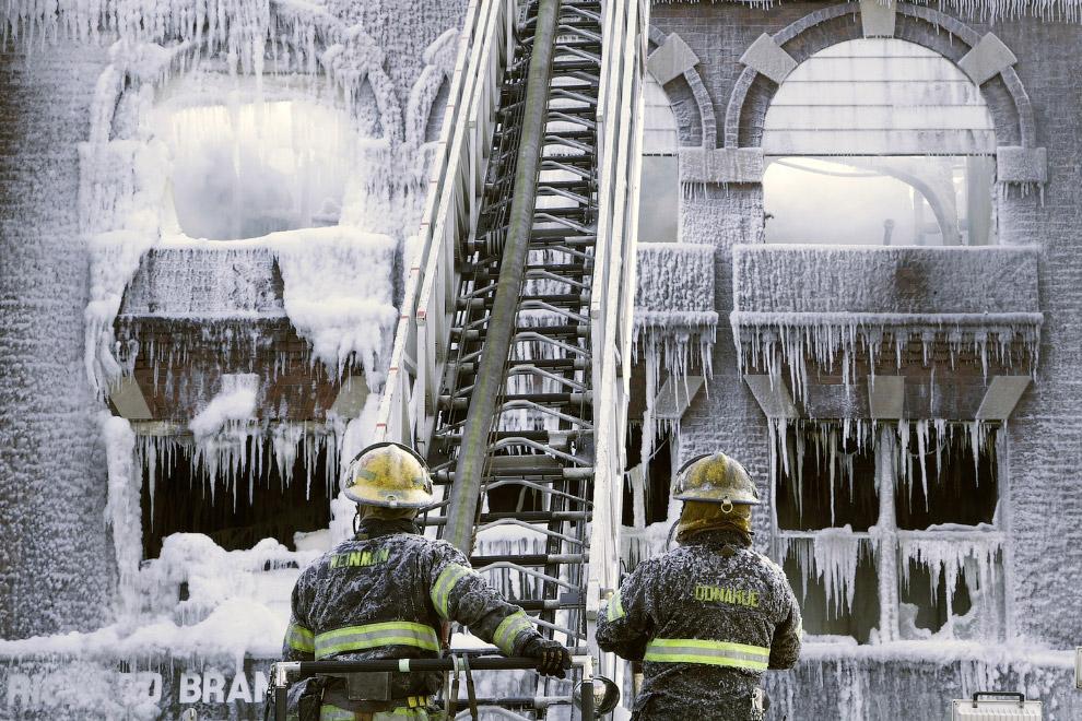 Последствия ночного пожара в Западной Филадельфии