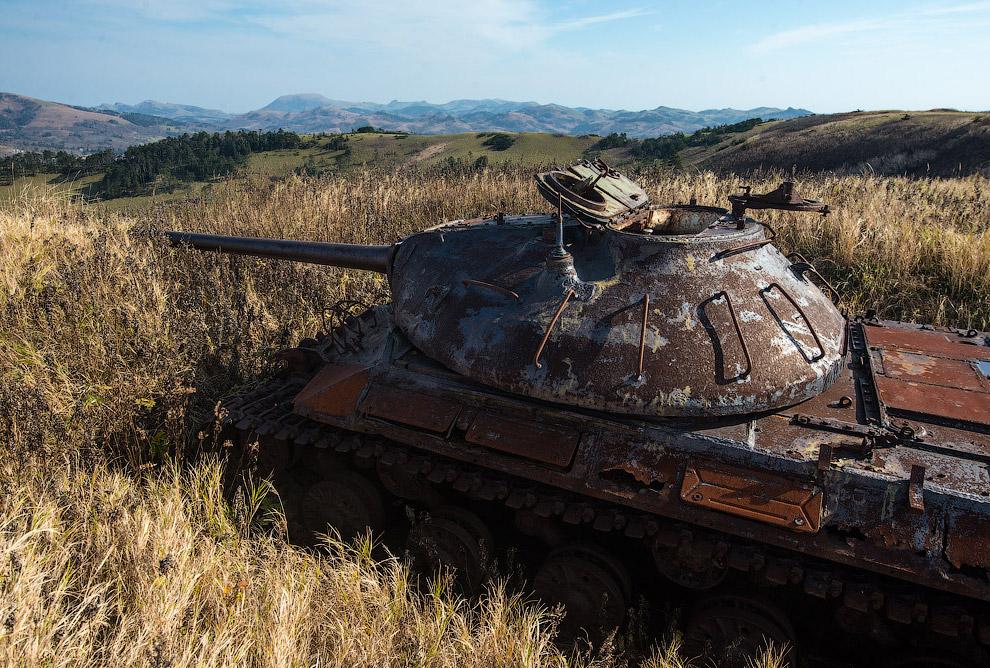 Немного дальше начинается танковый музей