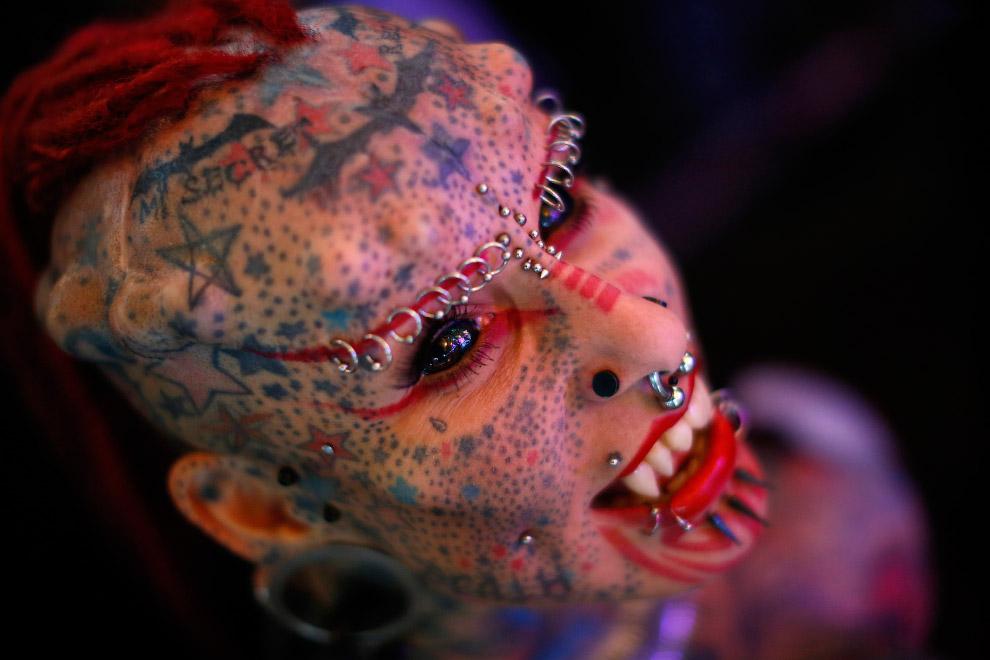 Модификатор тела из Мексики, известная как «Девушка-вампир»