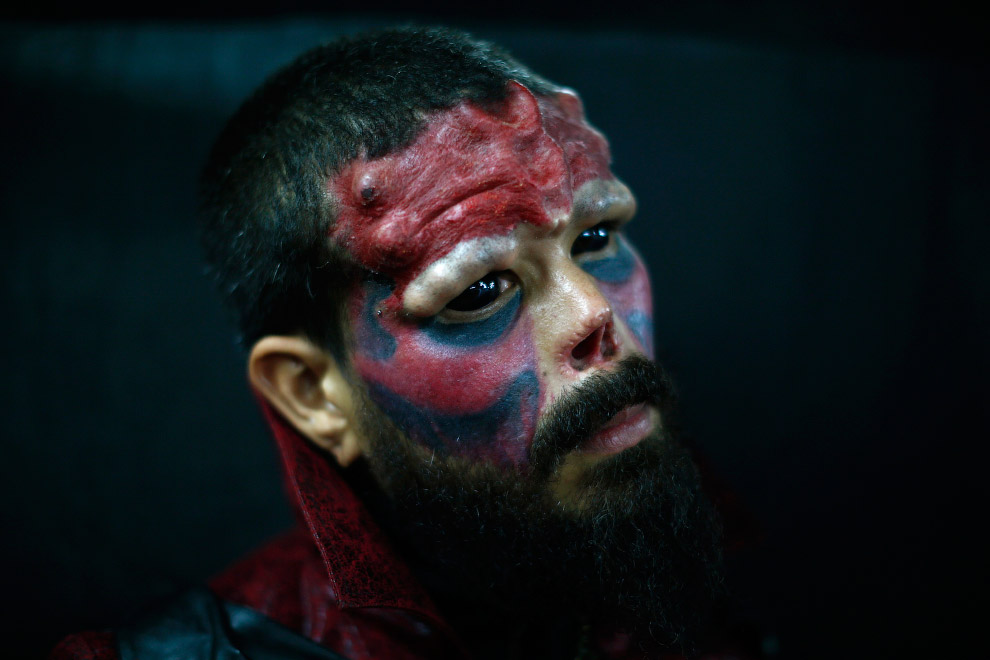 Модификатор тела из Мексики, известный как «Красный череп»