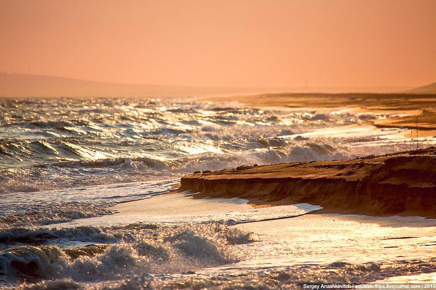 Пустынные золотые пляжи Восточного Крыма