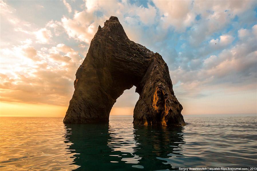 Один из символов Крыма - скала Золотые Ворота