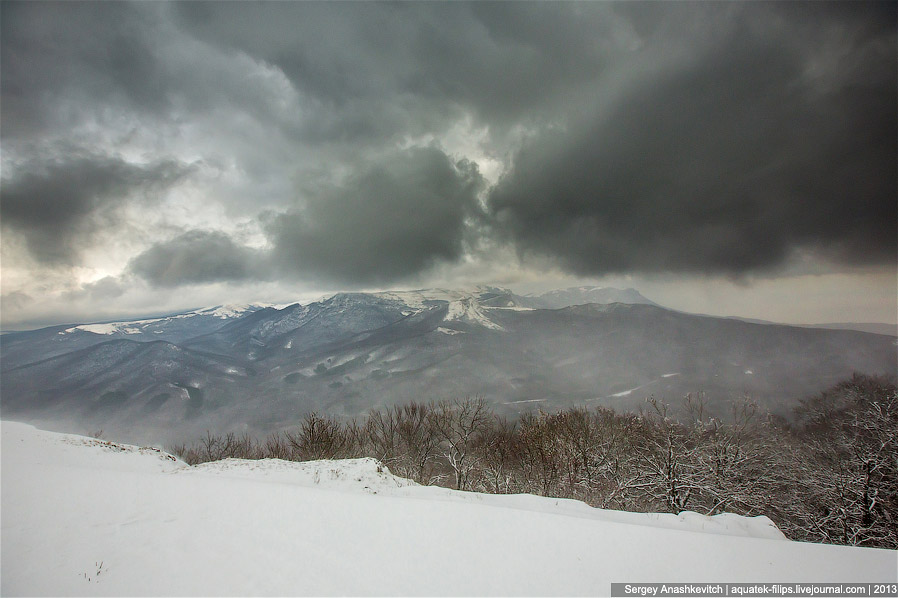 Декабрь в Крыму. Метель на Демерджи взглядом с вершины Ангар-Бурун