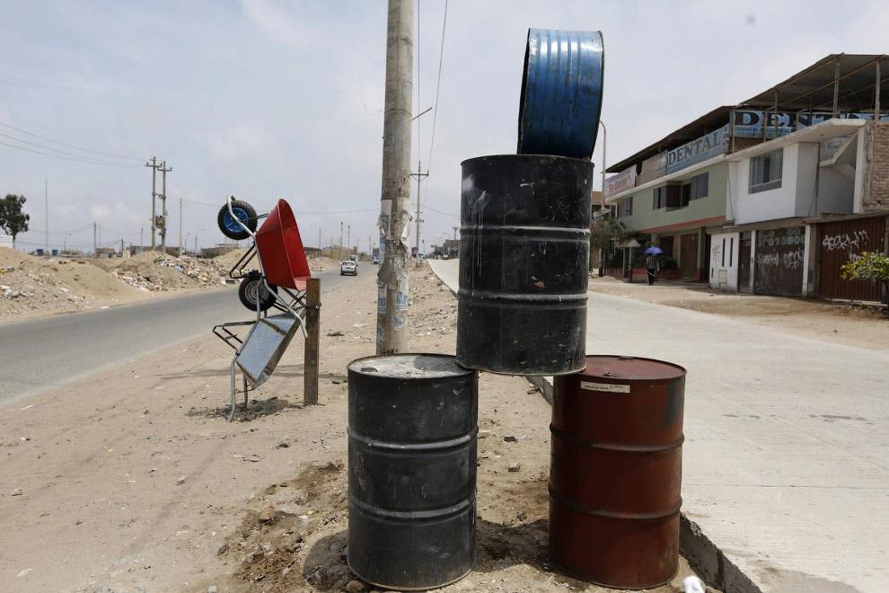 Продажа баррелей на окраине Лимы