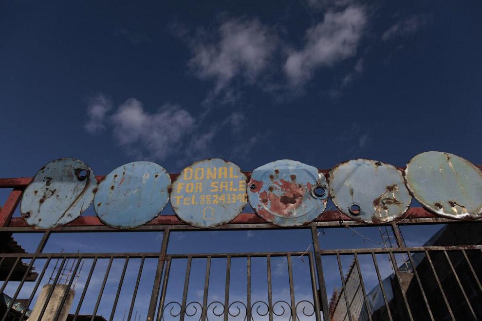 Рекламный плакат из крышек в Никарагуа