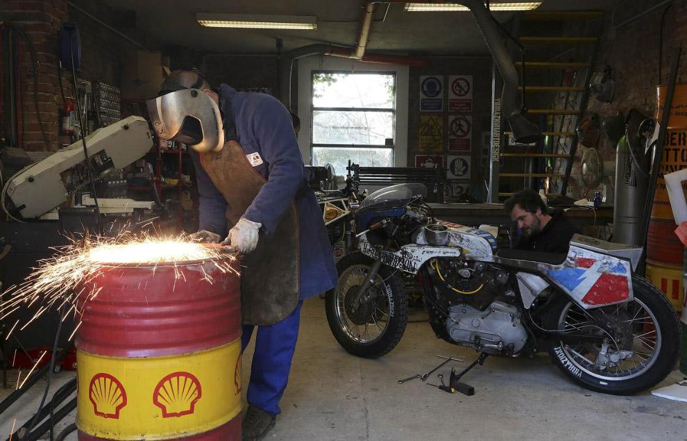 С помощью нефтяного барреля получается удачно стилизовать мотоциклы Harley Davidson