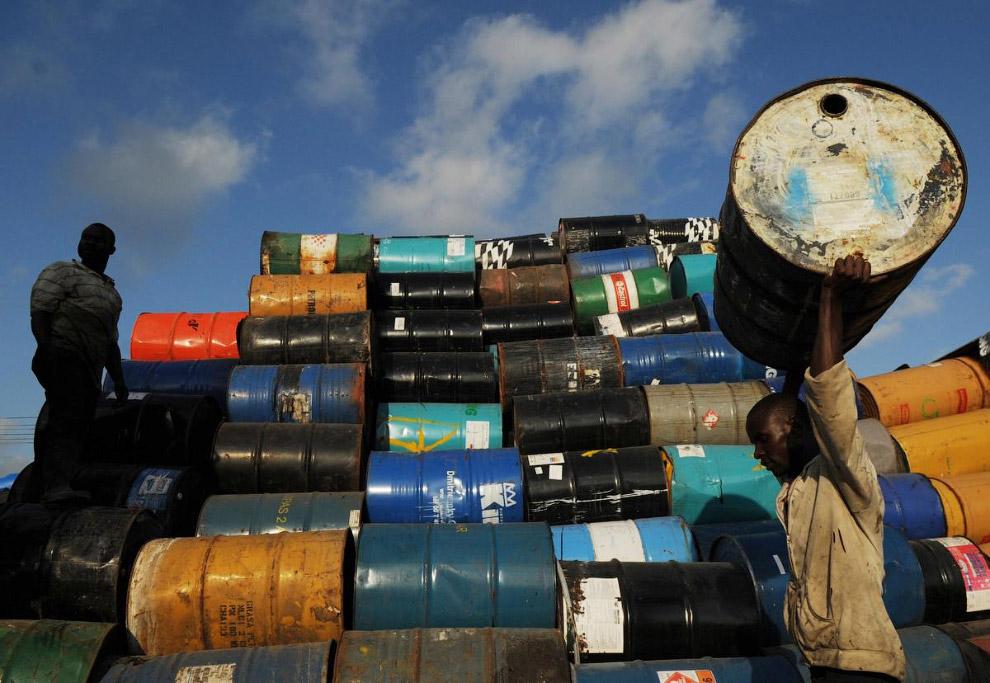 Продажа нефтяных баррелей под хозяйственные нужны в Санто-Доминго
