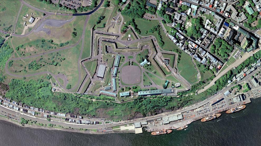 Квебекская крепость — военное укрепление, расположенное на мысе Диаман в городе Квебеке