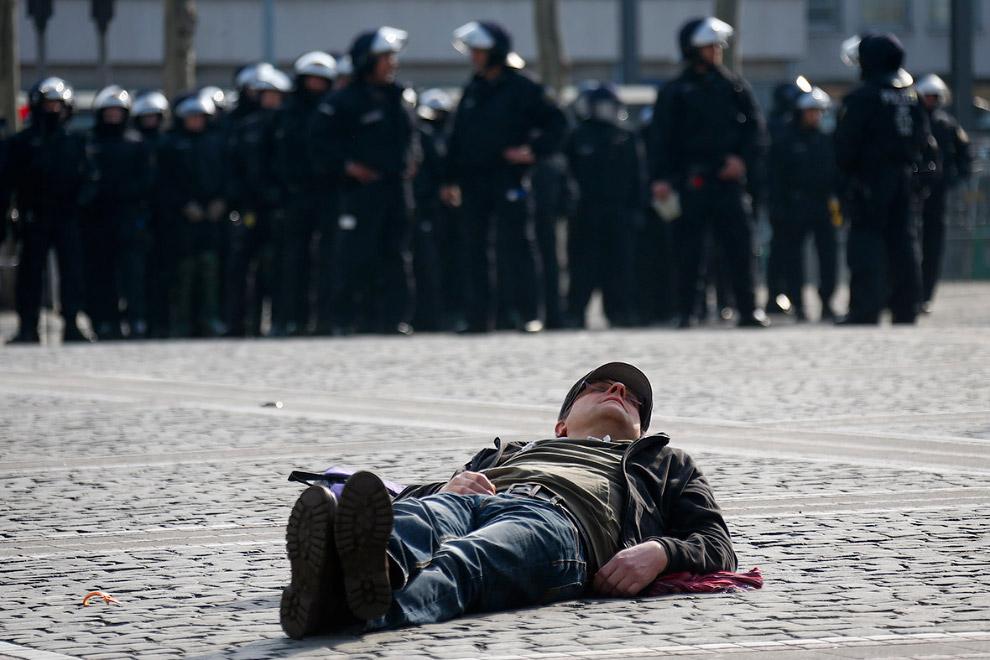 Мирный протестующий