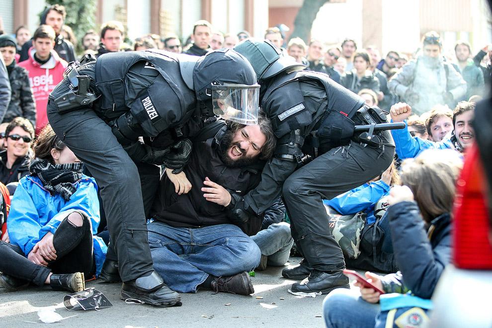 16 демонстрантов были арестованы
