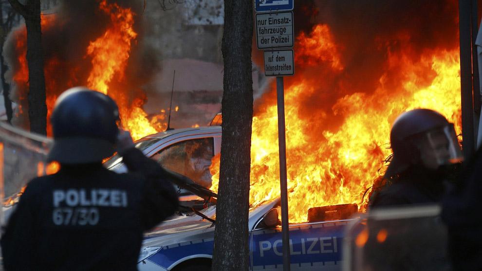 Горящие полицейские машины