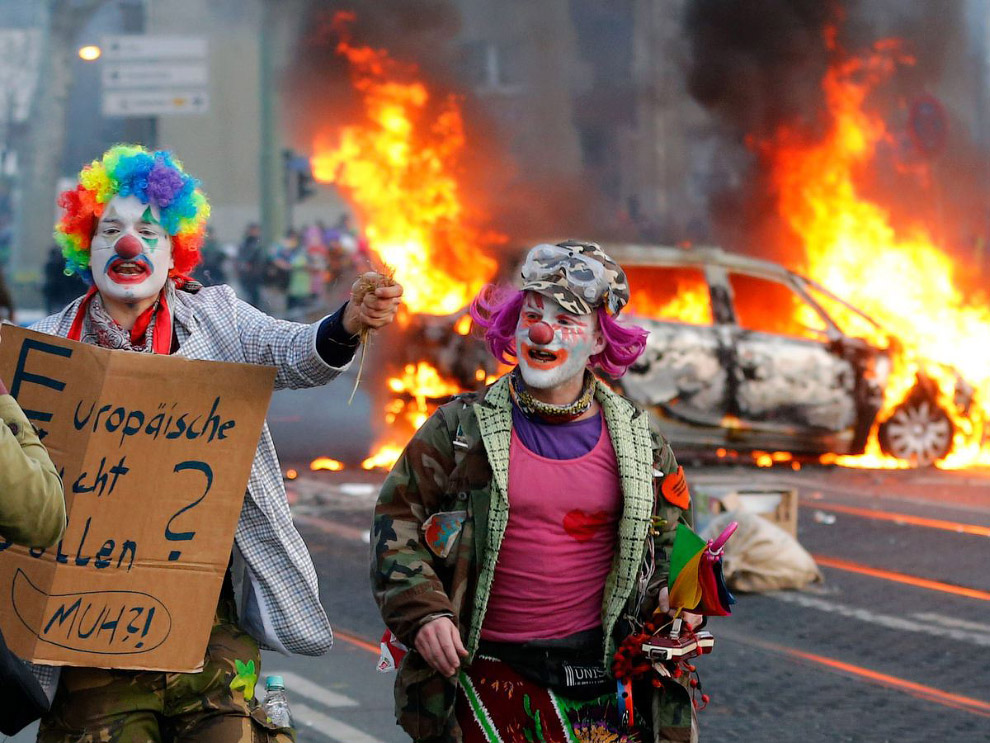 Погромы во Франкфурте-на-Майне и клоуны