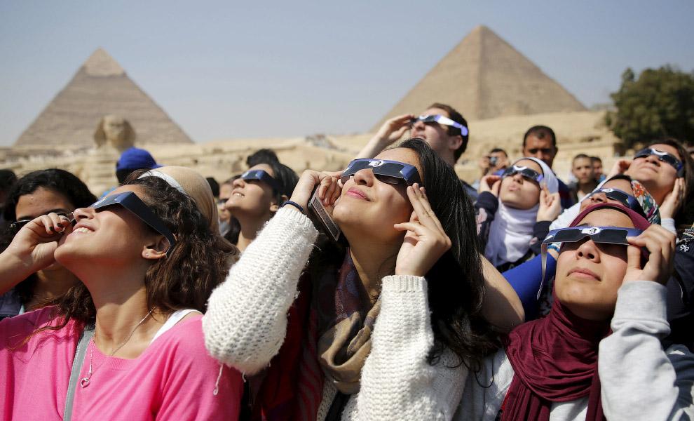 Солнечное затмение на окраине Каира