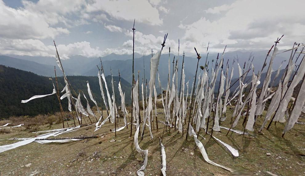 Молитвенные флаги на высоте 3 988 метров