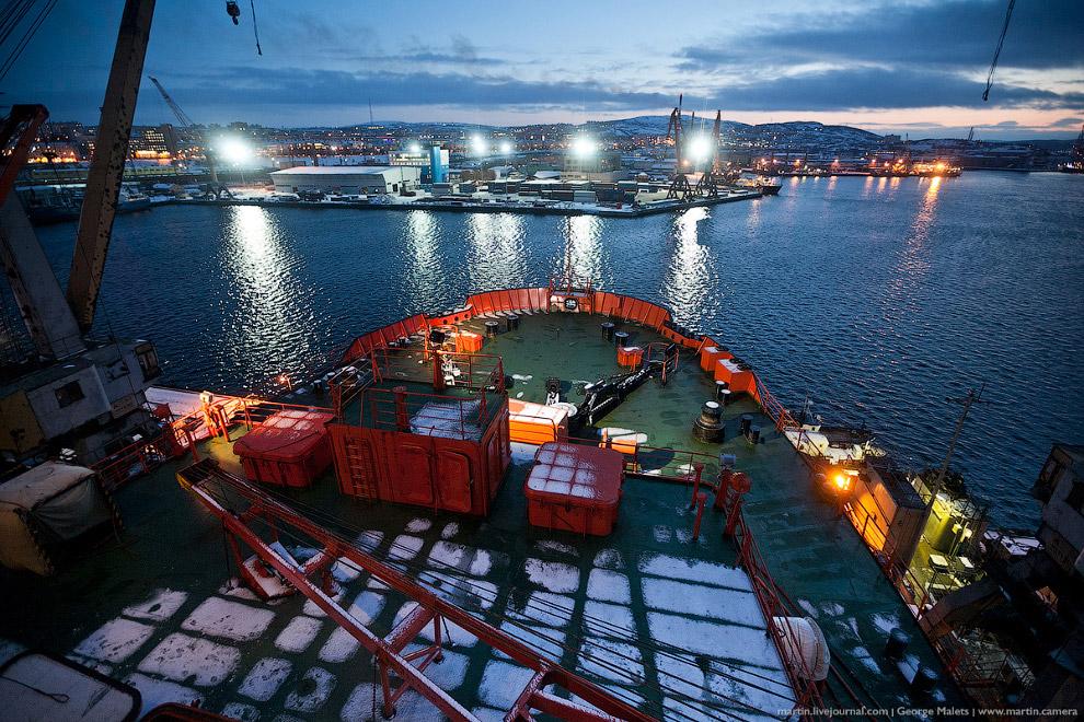 Вид на порт Мурманска