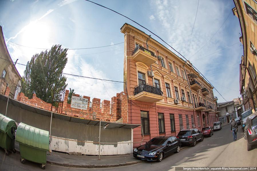 дом-стена в Воронцовском переулке