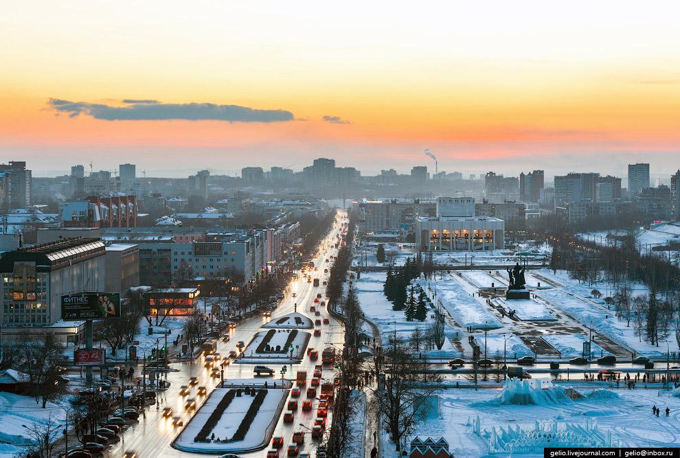 С 2011 года на эспланаде проводится фестиваль «Белые ночи в Перми»