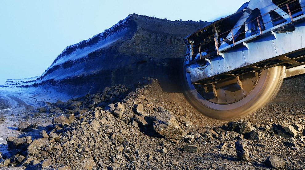 Роторный экскаватор на угольном разрезе Бородинский