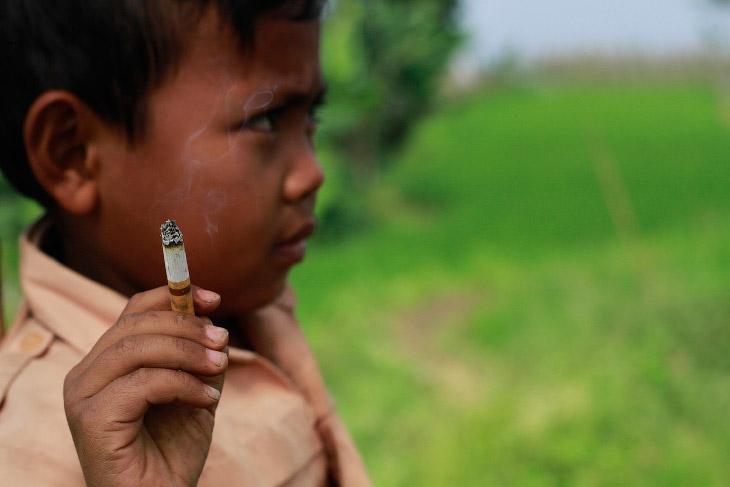 7-летний курильщик