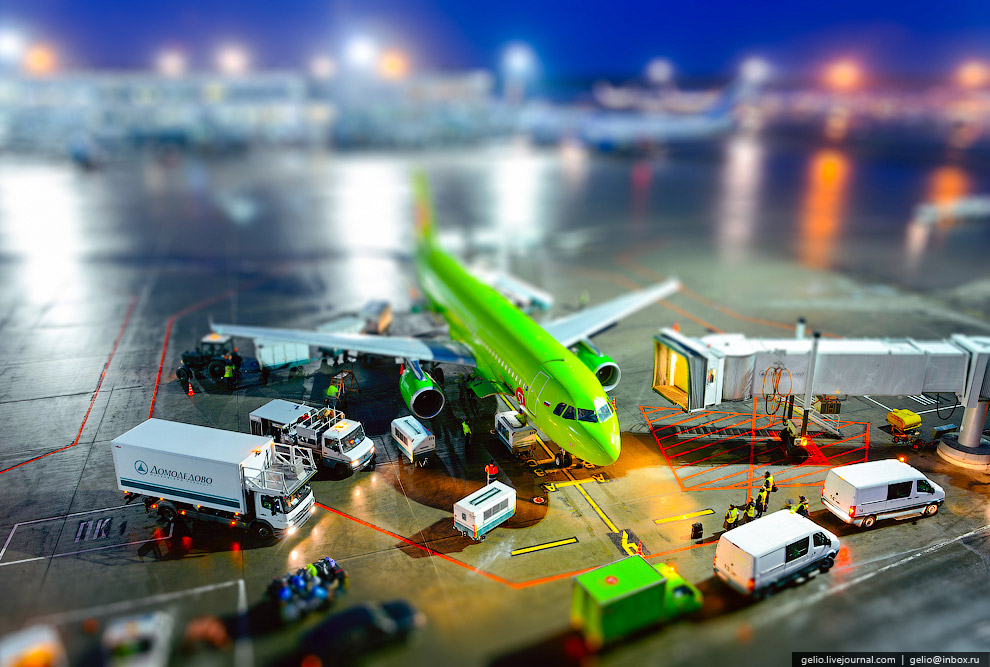 Подготовка самолета к вылету в аэропорту Домодедово