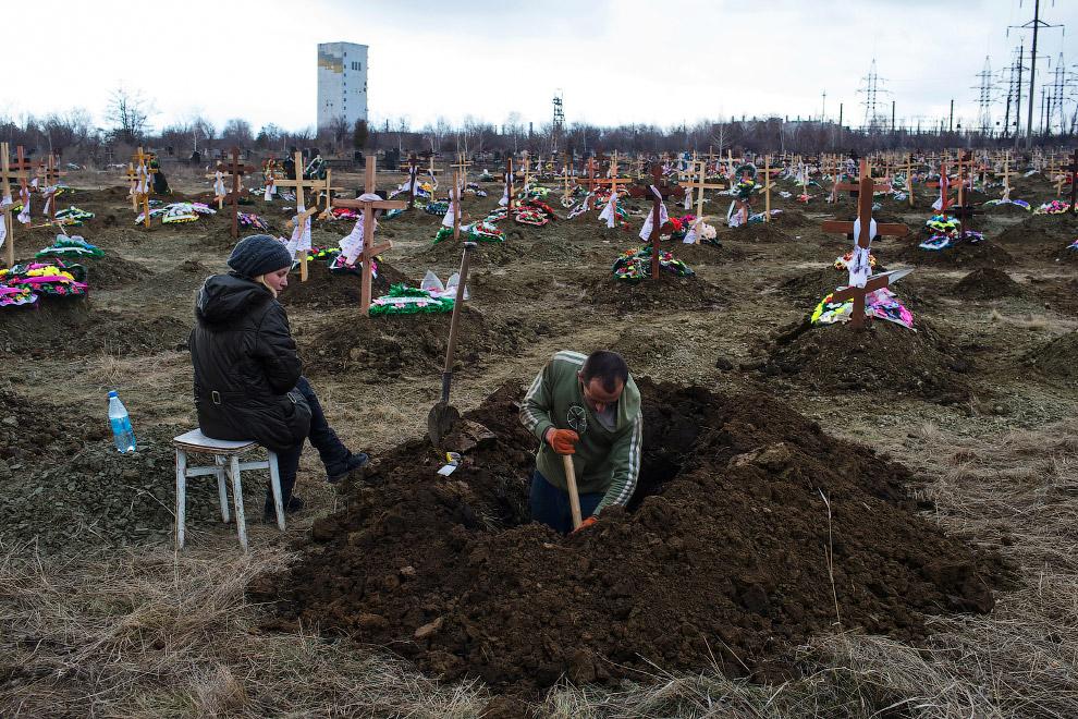 Кладбище в Донецке.