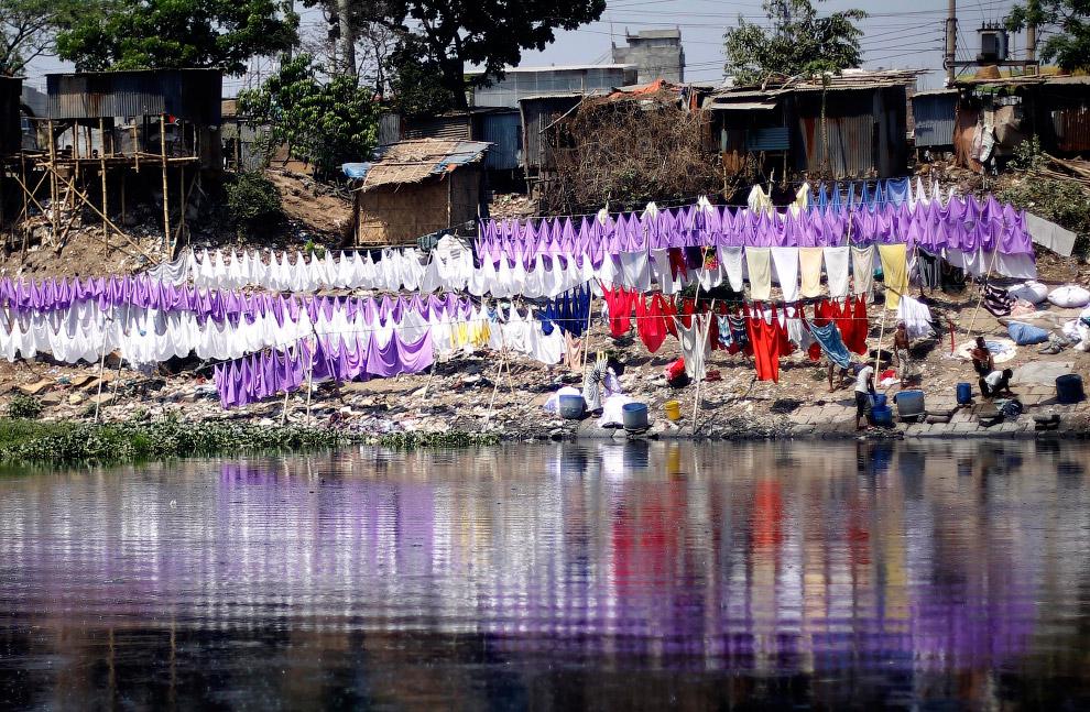 Постирка одежды в Дакке, Бангладеш