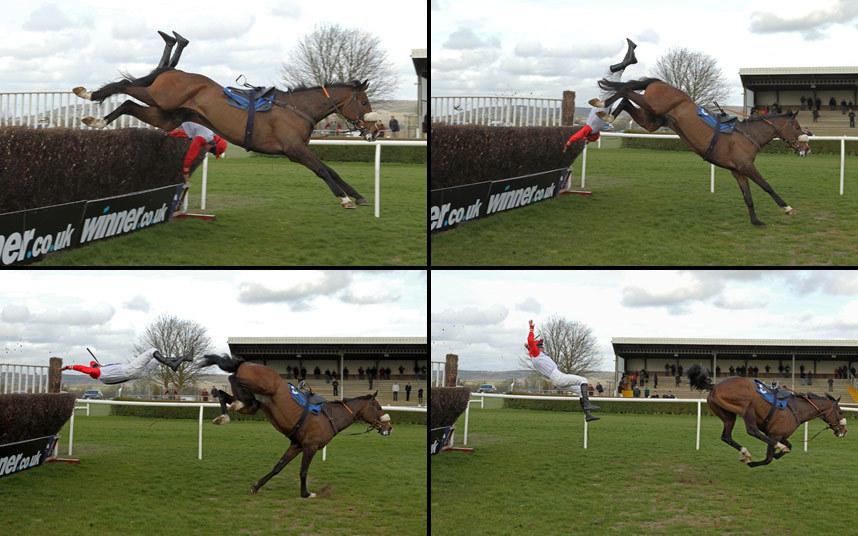 Жокей свалился с лошади до время преодоления очередного препятствия