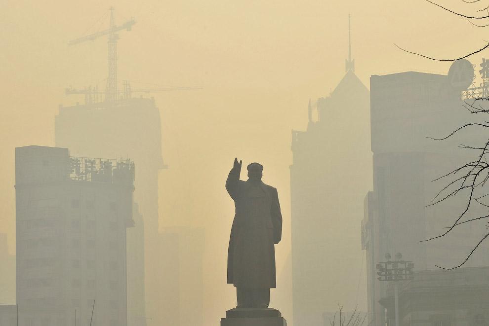 Статуя покойного Председателя КНР Мао Цзэдуна